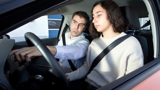 Escola de Condução acompanhada com tutor