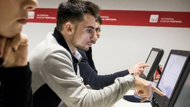 ACP-Noticias-Miguel-Oliveira-a-tirar-carta-de-moto-lista2