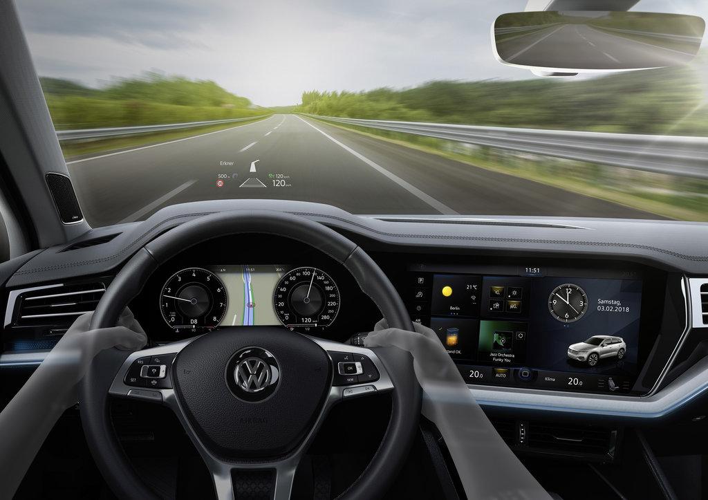 Volkswagen Innovision_Cockpit_02