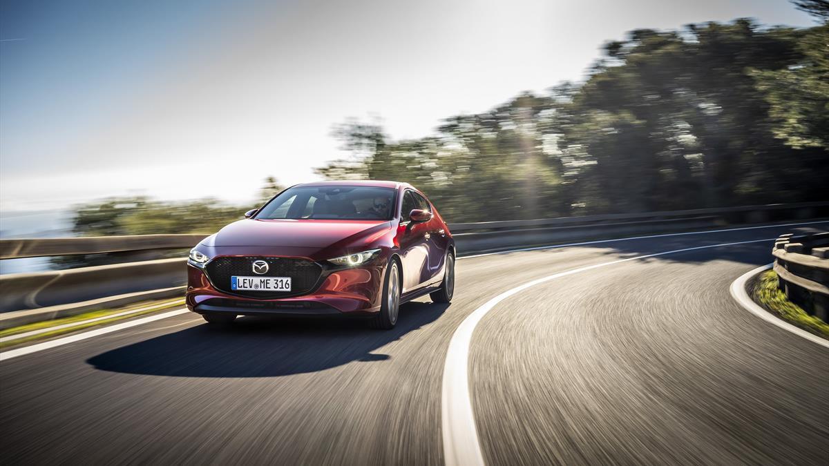 Mazda3 HB_SoulRedCrystal_Action_13