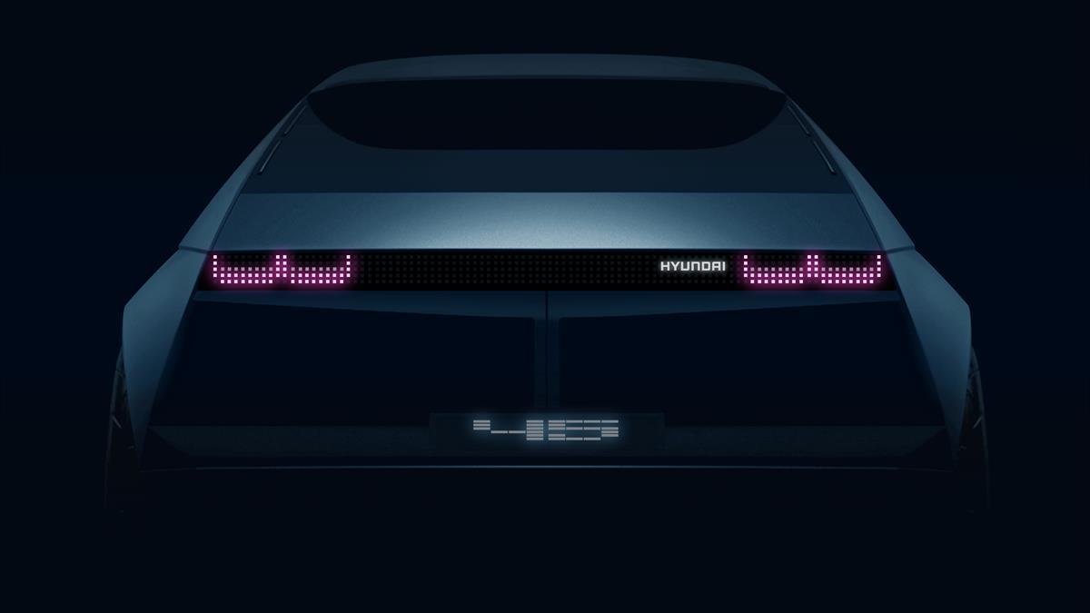 Hyundai apresenta_Novo_EV_Concept_45_no_Salao_de_Frankfurt_traseira