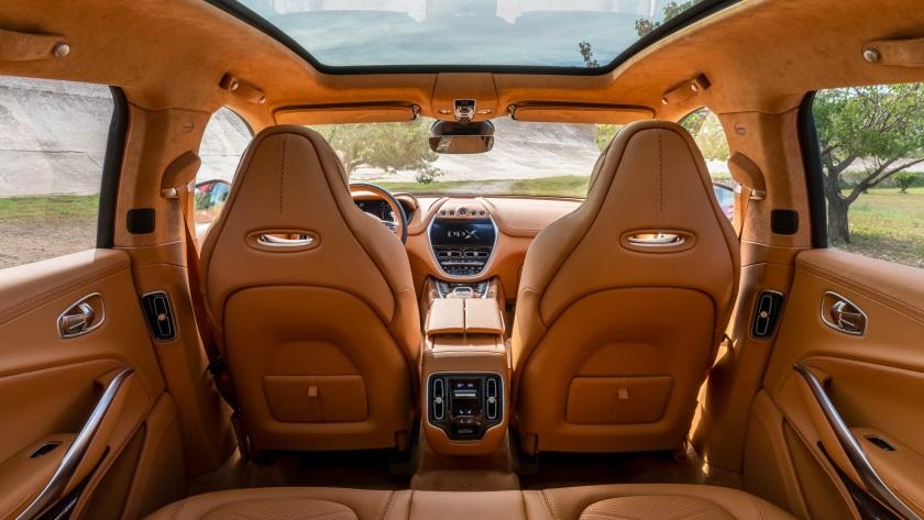 Aston-Martin-DBX-840