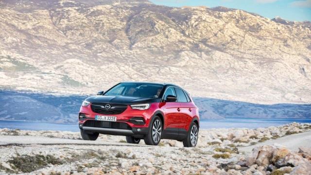 Opel-Grandland-X-Hybrid4-640
