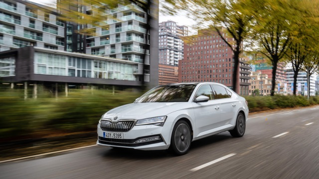 SKODA-Superb-iV-640
